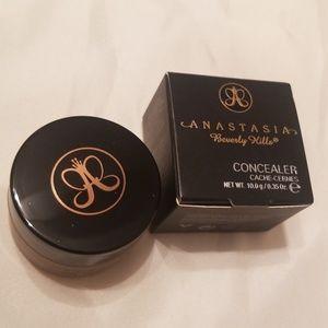 Anastasia Beverly Hills Concealer
